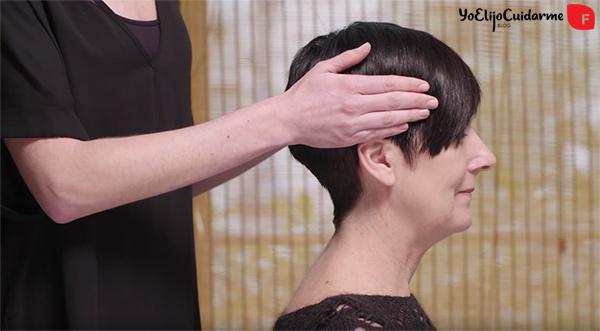 Masaje del cabello; masajea tu cuero cabelludo para estimular el crecimiento