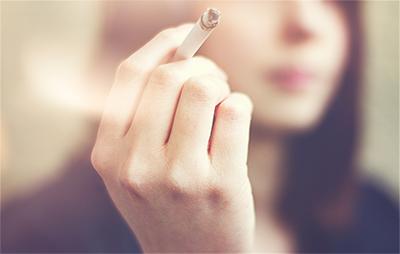Tabaco y alcohol; ¡enemigos de la piel que acelera el envejecimiento!