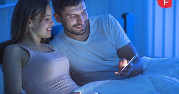 Luz azul, ¿qué es y qué efectos tiene sobre la piel?