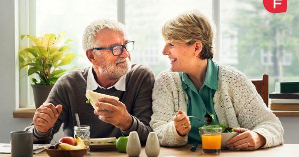 Comer un poco menos, ¿tiene beneficios? ¿Alarga la vida?